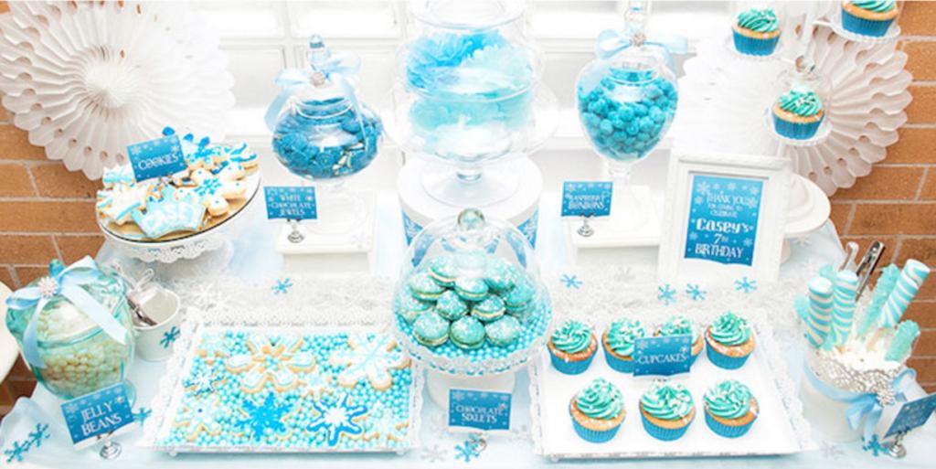 Sweet table anniversaire Reines des Neiges par Kara's Party Ideas