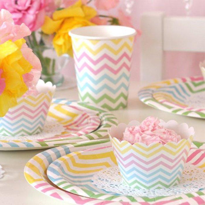 vaisselle jetable set chevron pastel multicolore p ques 12 pers. Black Bedroom Furniture Sets. Home Design Ideas